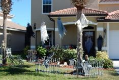 Residents Holiday Exterior Decor